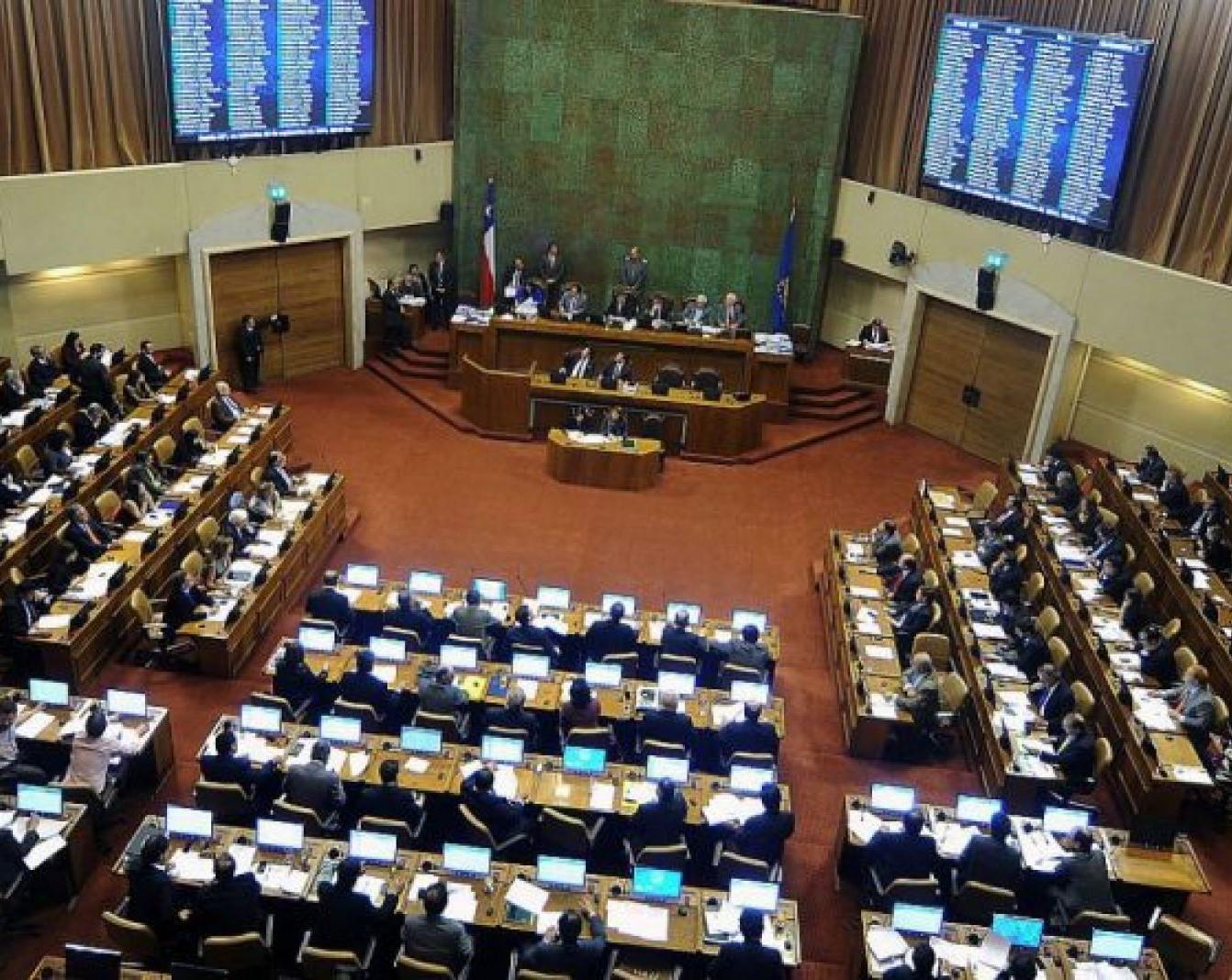 Regionalistas ponen énfasis en «trampa» de rebaja de dieta parlamentaria: «No será inmediata ni del 50%»