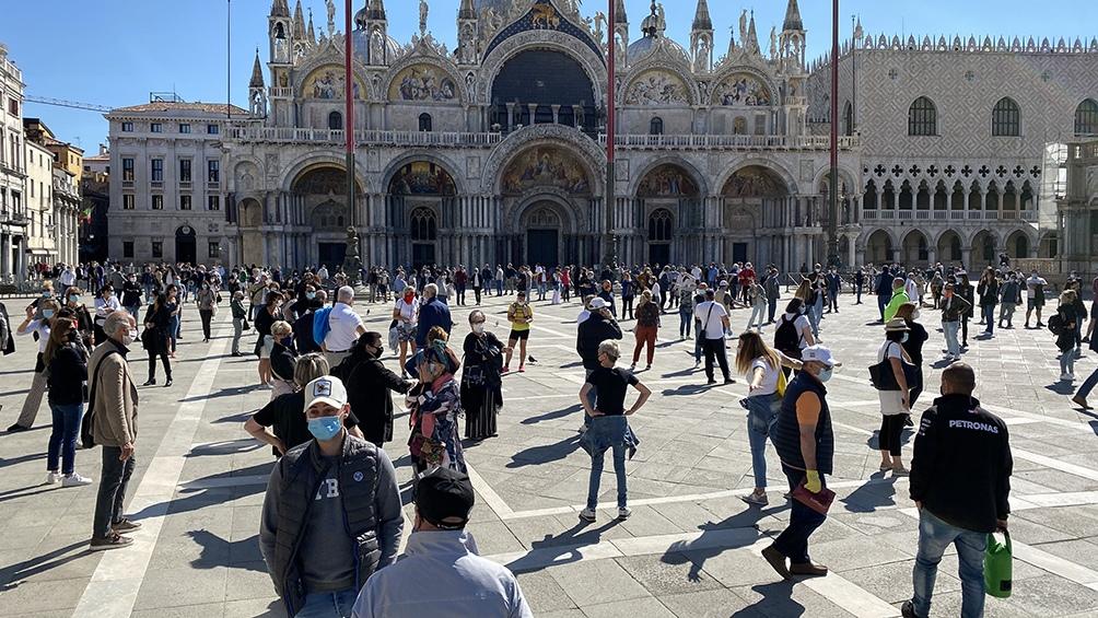 Italia levanta vuelos internacionales y desplazamiento de sus ciudadanos a otras regiones