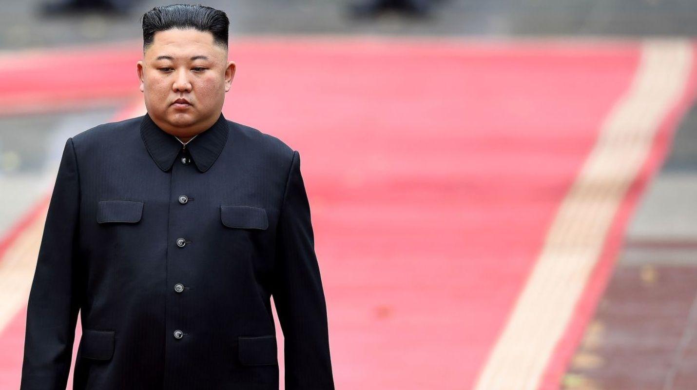 (Vídeo) Kim Jong Un reaparece en público después de tres semanas