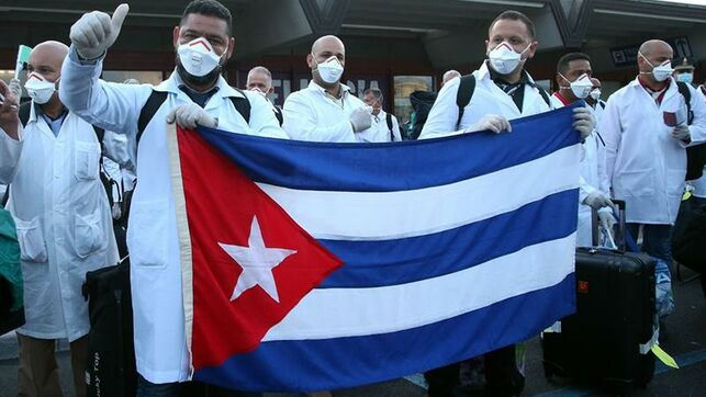 Salvadores sin fronteras: ¿Cuántos médicos cubanos enfrentan al coronavirus alrededor del mundo?