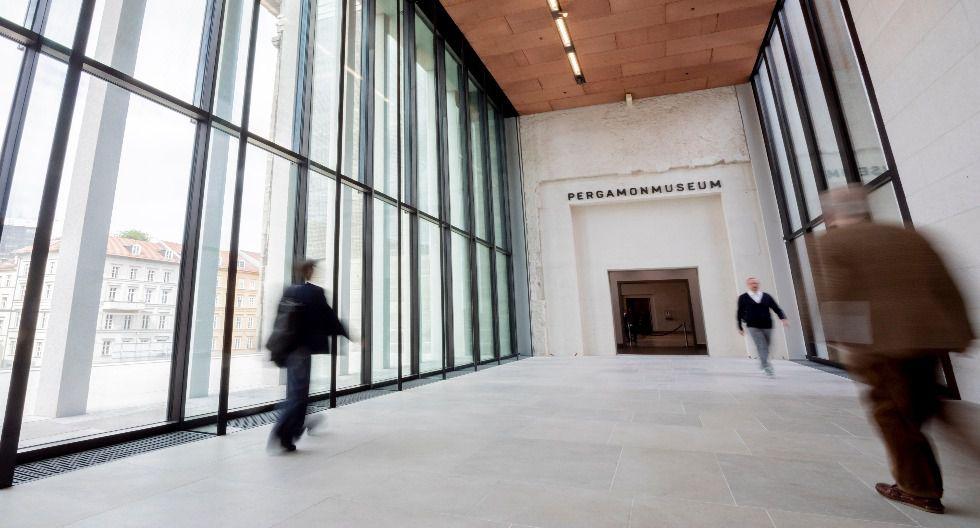 Bibliotecas, iglesias y museos reabren sus puertas en Berlín