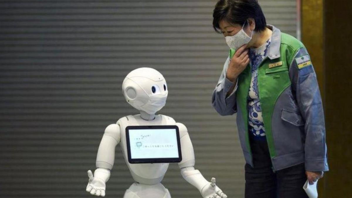Robots atienden a pacientes con COVID-19 que mantienen cuarentena en hoteles de Japón
