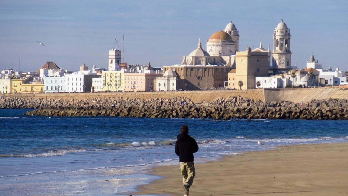 Inteligencia artificial medirá afluencia de bañistas en playas españolas para evitar aglomeración