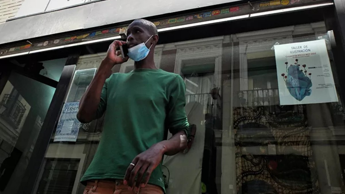 Vendedor informal Serigne Mbaye: «Los que trabajan de esto viven al día. Sin salir no tienen nada de nada»