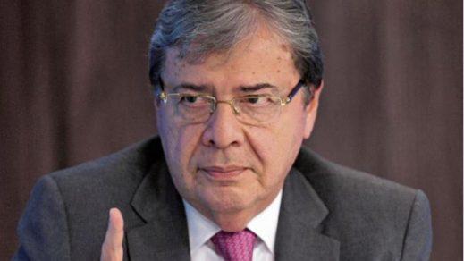 Senadores solicitan la renuncia del ministro de Defensa de Colombia