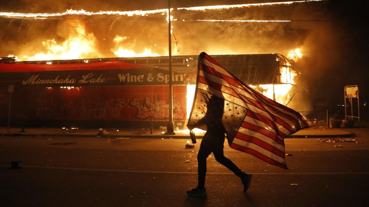 """Continúan protestas por asesinato de George Floy y Trump advierte: """"cuando empiece el saqueo, empezará el tiroteo"""""""