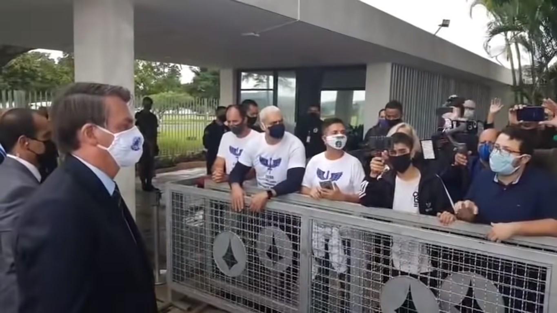 No cubrirán encuentros informales de Bolsonaro: principales medios de Brasil se cansaron de insultos y acoso