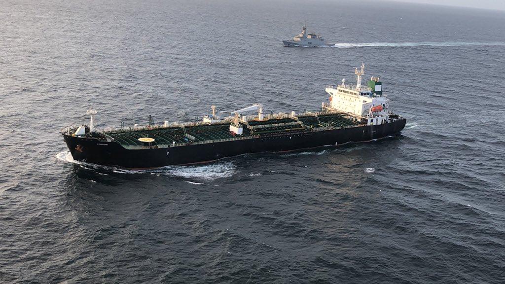 (+Fotos y videos) Buque iraní cargado de combustible se dirige a refinería venezolana
