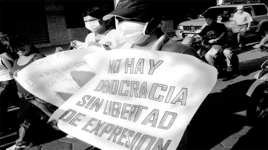 Ante el rechazo y las críticas Gobierno de facto boliviano derogó decreto que restringe la libertad de expresión
