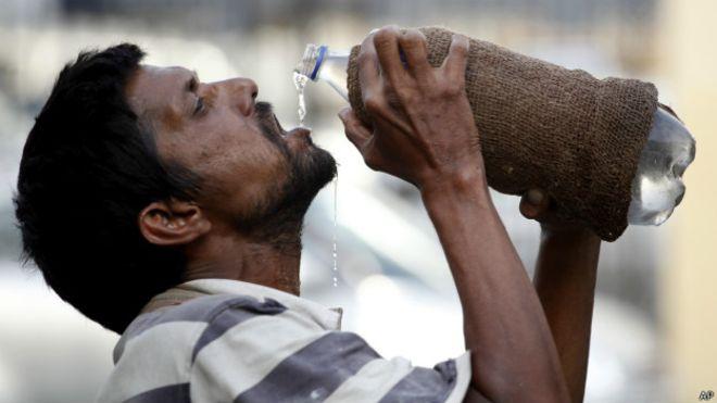 India: ola de calor con temperaturas de hasta 50 ºC se suma al COVID-19 y plaga de langostas