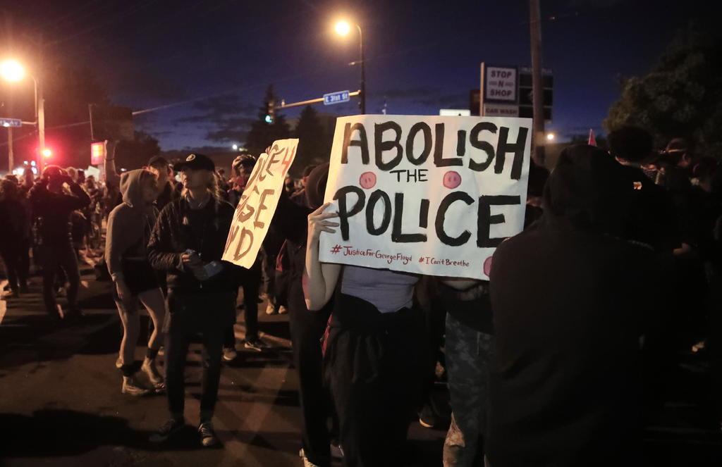 Demandan a Trump por el uso de la fuerza durante las manifestaciones