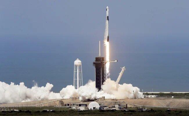 (Video) SpaceX y la NASA lanzaron su primera misión tripulada al espacio