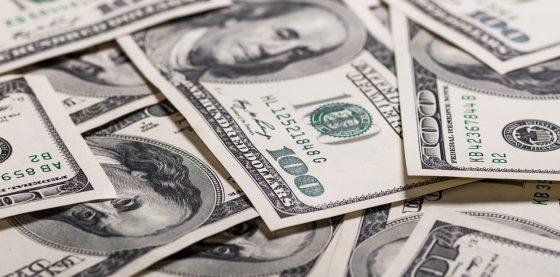 Dólar estadounidense continúa devaluándose en el corto plazo