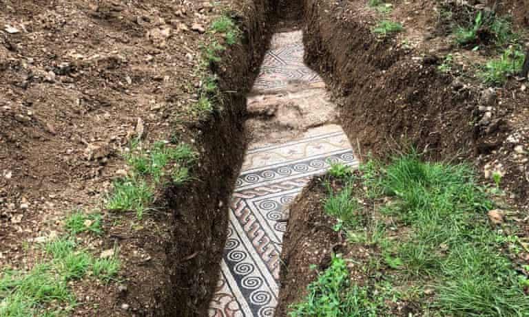 (+Fotos) Hallan impresionantes mosaicos romanos del siglo III bajo unos viñedos en Italia