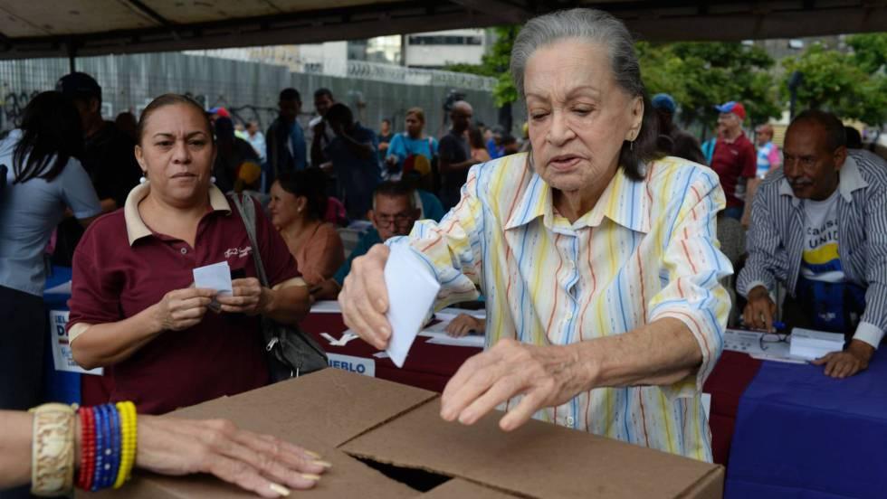 Oposición venezolana tiene dos años para decidir si activa referéndum