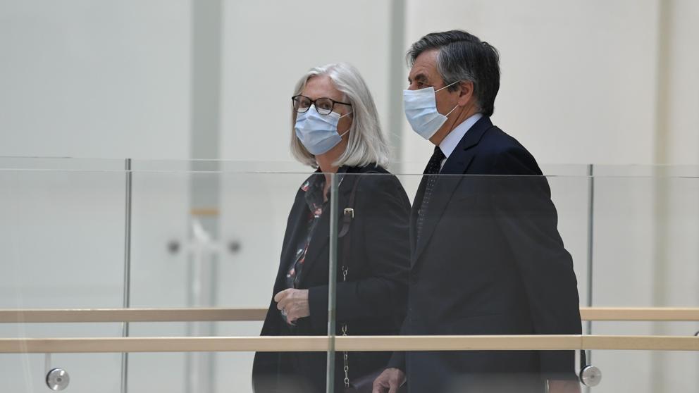 Francia: Condenan a dos años de prisión firme a François Fillon por empleos falsos y otros delitos