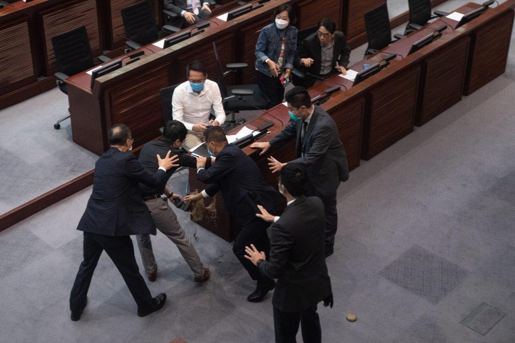 Nueva ley sobre el himno chino causa más controversia en Hong Kong