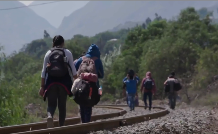 All for her daughters: mother crosses Peru fleeing death and the Covid-19