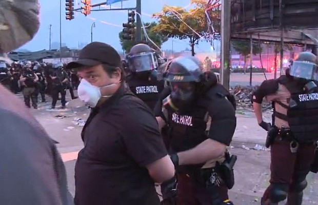 Minnesota: Al menos 66 detenidos por violar el toque de queda
