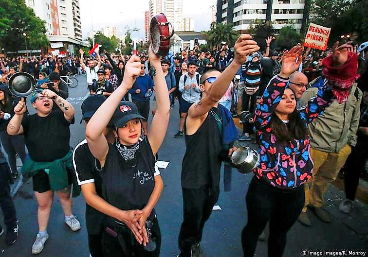 Cadena alemana Deutsche Welle destaca a Chile en artículo sobre las «atronadoras protestas» con cacerolas