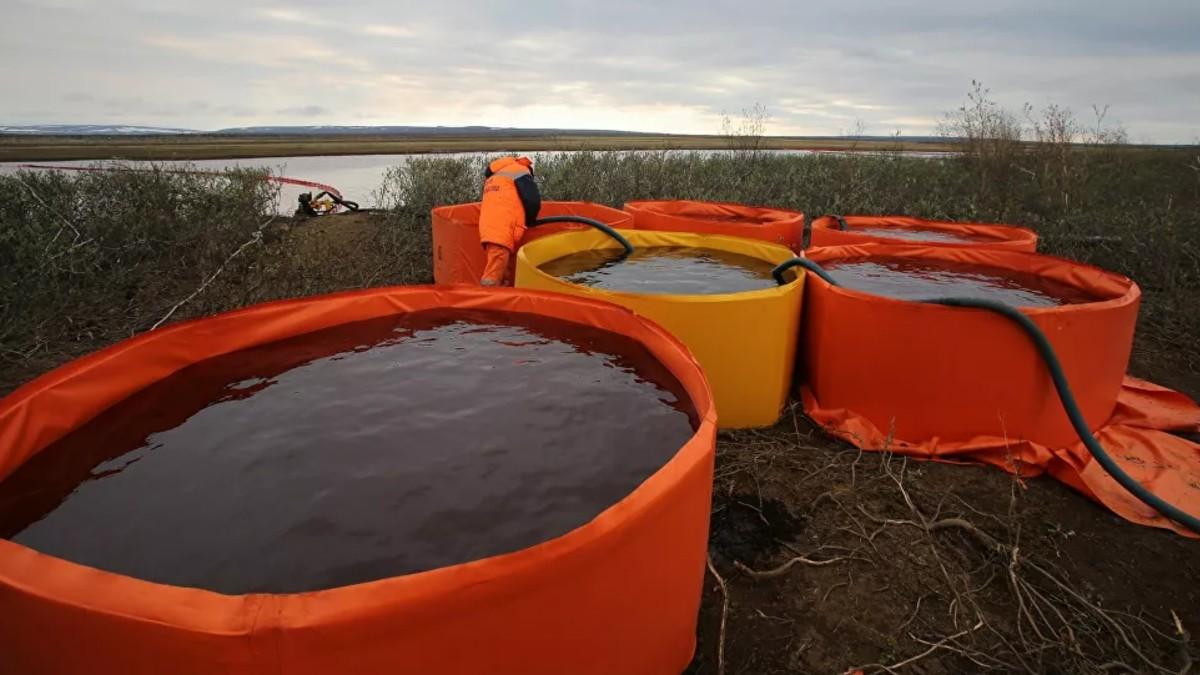 Detienen a presuntos responsables del derrame de combustible en Norilsk
