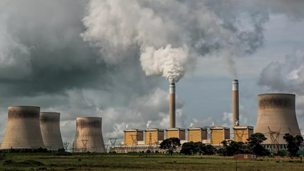 España se plega a normativa ambiental europea y cesa operaciones en 7 centrales térmicas