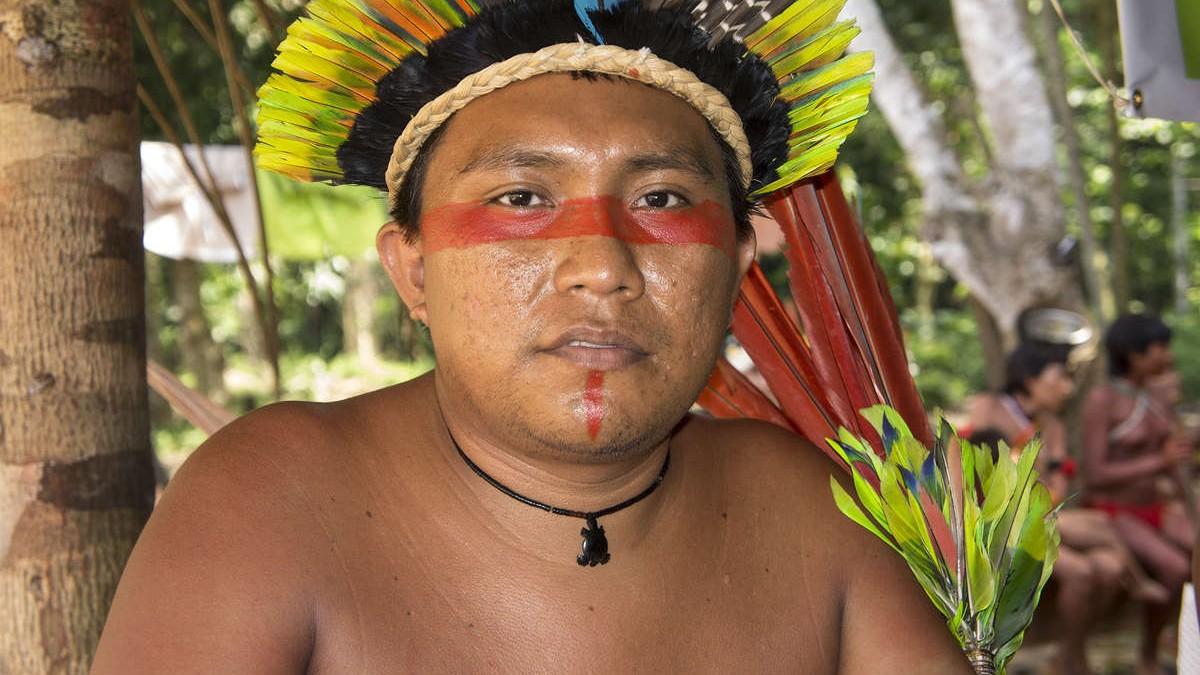 Originario Darío Kopenawa denuncia el impacto de la minería ilegal en Brasil