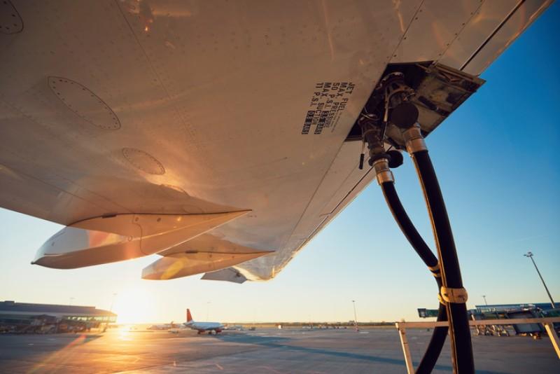 Científicos trabajan en un combustible 'verde' para aviones a base de CO2, agua y luz solar