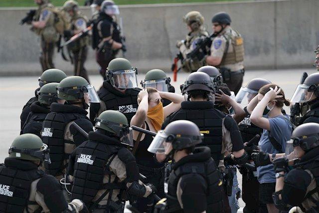 El CPJ alerta sobre decenas de amenazas a periodistas en EE. UU. por cubrir protestas por la muerte de Floyd
