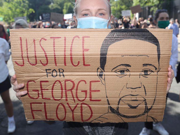 Autopsia independiente confirma que George Floyd murió por asfixia y desmiente informe oficial