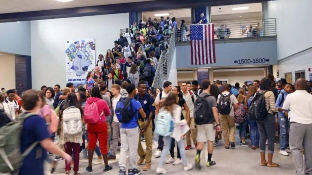 California demanda a Trump por «amenazar con deportar a estudiantes extranjeros»