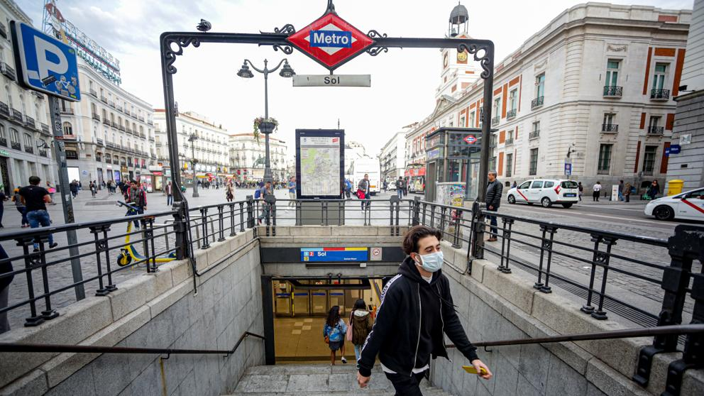 España endurece el uso de la mascarilla en espacios públicos