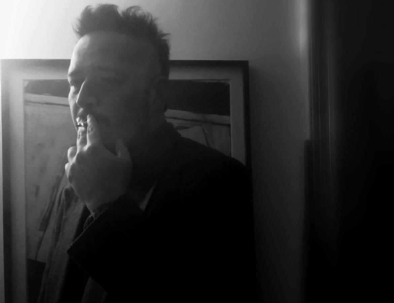 """""""Creo en la reencarnación porque arrastro un cansancio de siglos"""": Una entrevista con el poeta Fabián Burgos"""