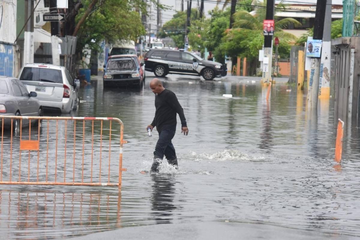 Tormenta Isaías se convierte en huracán a pocas horas de tocar tierra al sur de las Bahamas