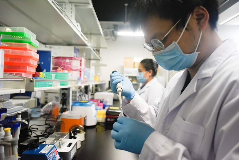 China: «Debe existir evidencia irrefutable» ante acusación de intento de robo de datos de vacuna contra la COVID-19