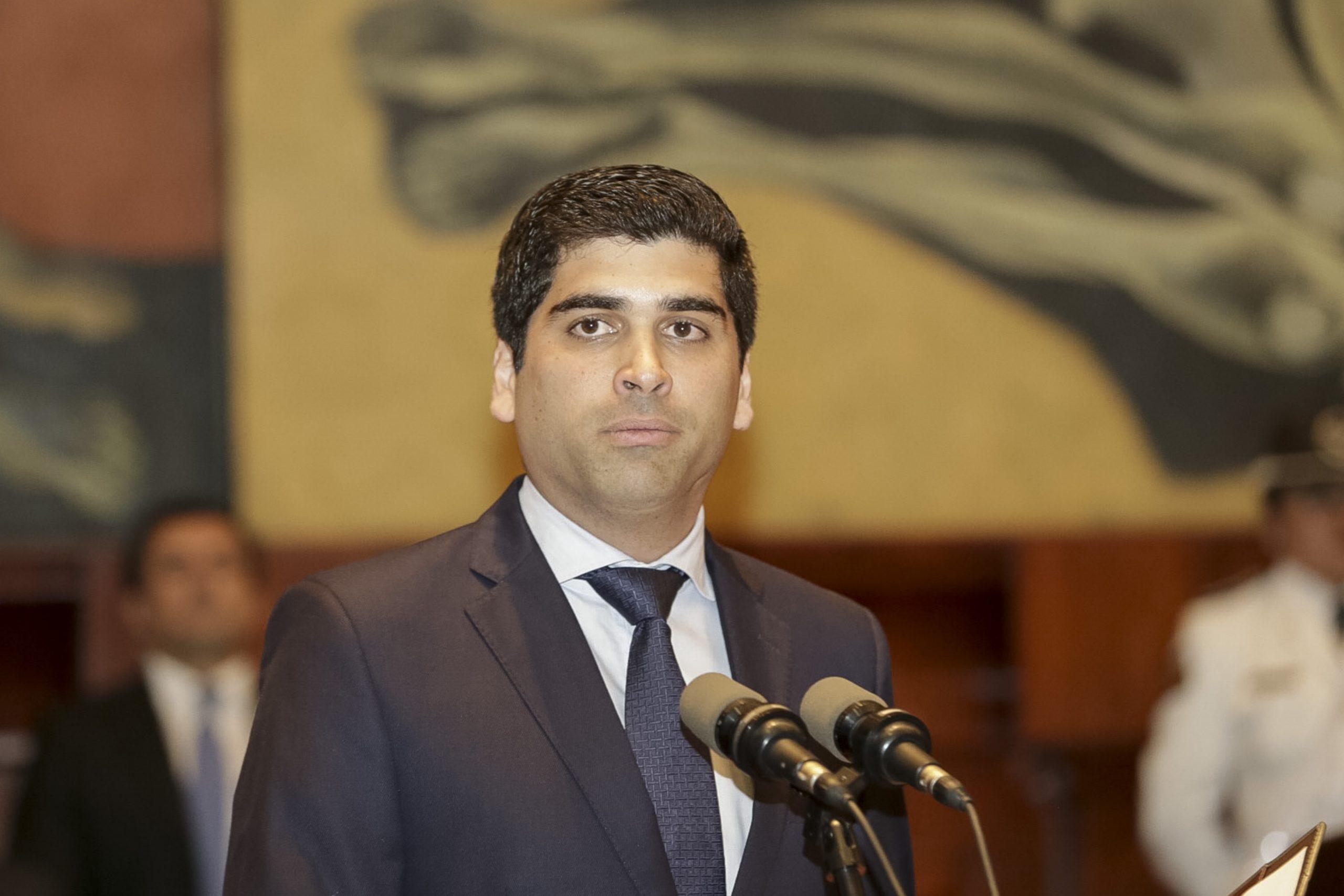 Vicepresidente ecuatoriano Otto Sonnenholzner renuncia para «luchar contra la corrupción»