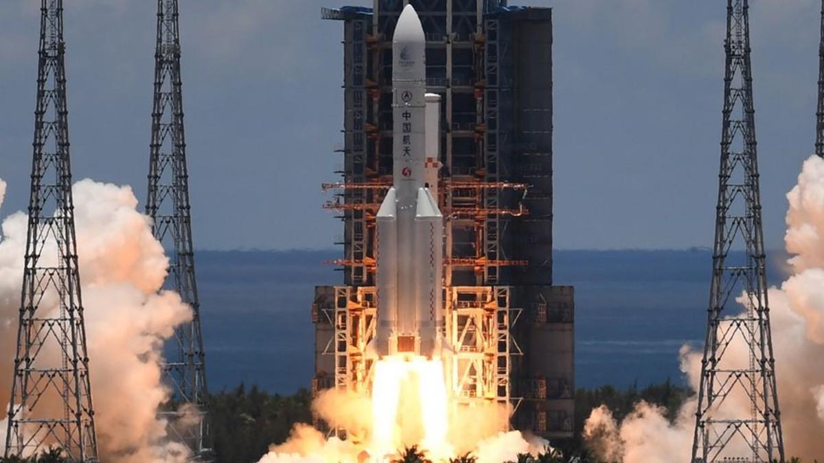 (Video) China lanza con éxito su primera misión al planeta rojo