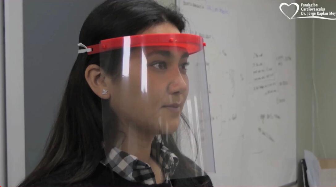 Solidaridad: Fundación Kaplan distribuye escudos faciales de fabricación propia a trabajadores de la salud