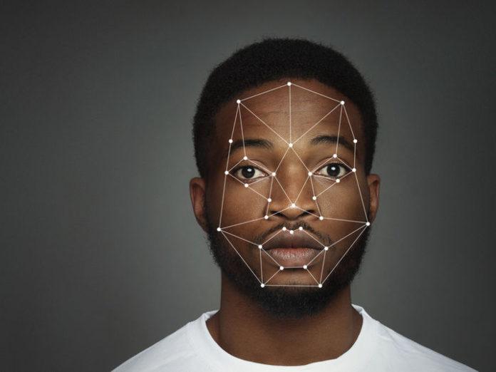 Empresas examinan el uso de términos racistas en la tecnología