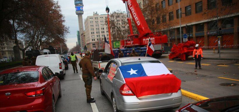 Se admite querella contra carabineros que no detuvieron caravana del Rechazo en plena cuarentena