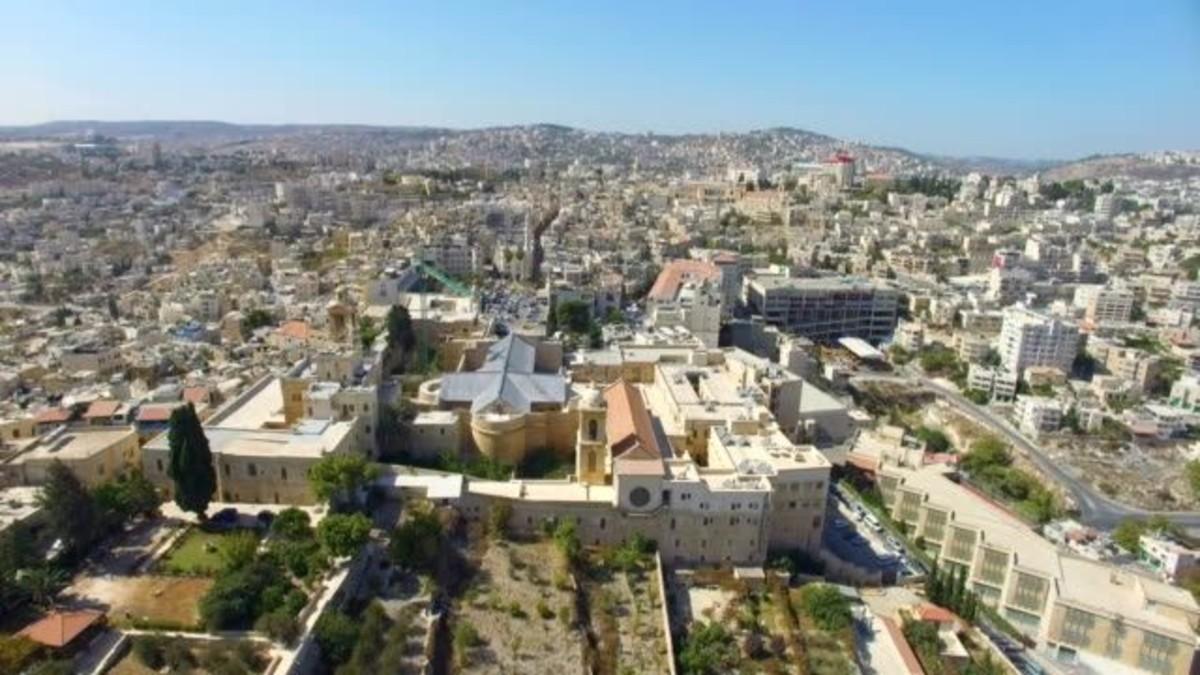 Colonos judíos incendian mezquita en Cisjordania