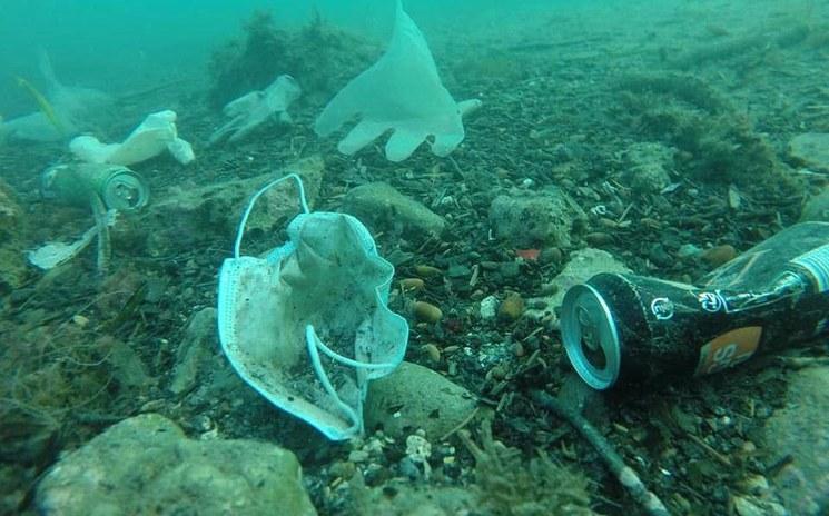 Contaminación ambiental: guantes y mascarillas de la pandemia invaden ríos europeos