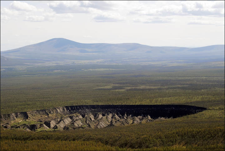 """(Fotos) ¿Por qué no deja de crecer la """"puerta al infierno"""" de Siberia Oriental?"""