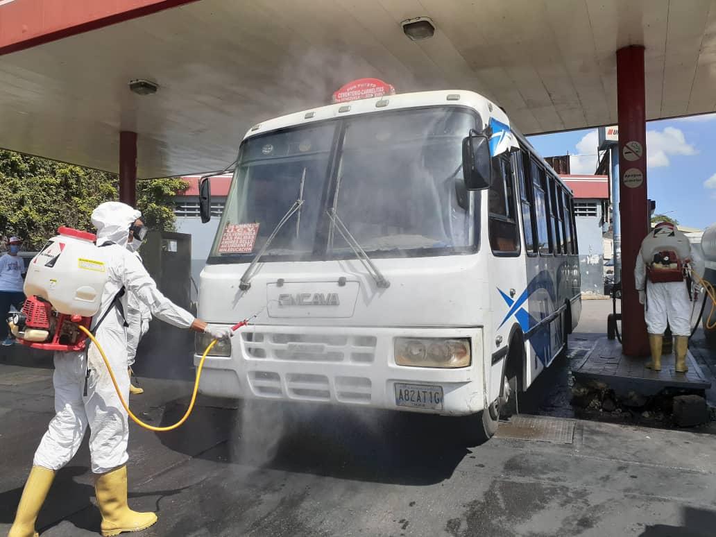 Venezuela alcanza los 8.803 casos de COVID-19 y extiende cuarentena por un mes