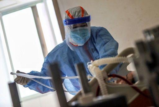 Hay 49 funcionarios activos al virus al COVID