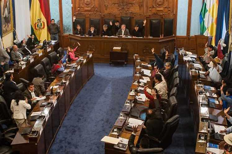 Cámara de senadores de Bolivia: «No se aprobará el crédito del FMI hasta que cumpla con la norma del país»
