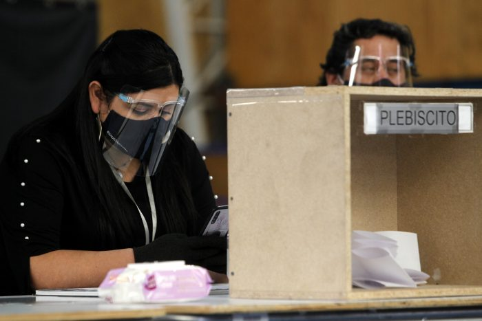Gobierno cierra la opción de voto a enfermos de COVID-19 en el plebiscito