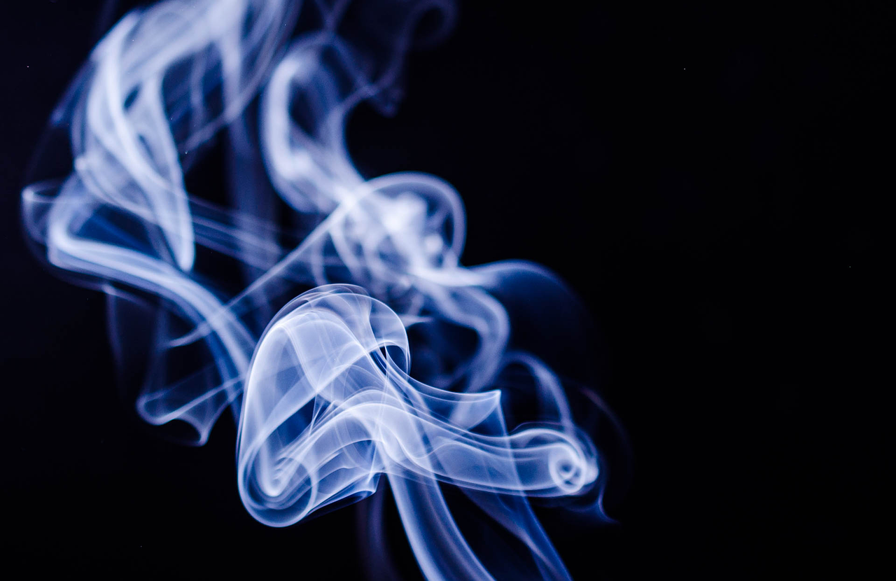 ¿Puede el humo del cigarro ser una vía de transmisión de COVID-19?