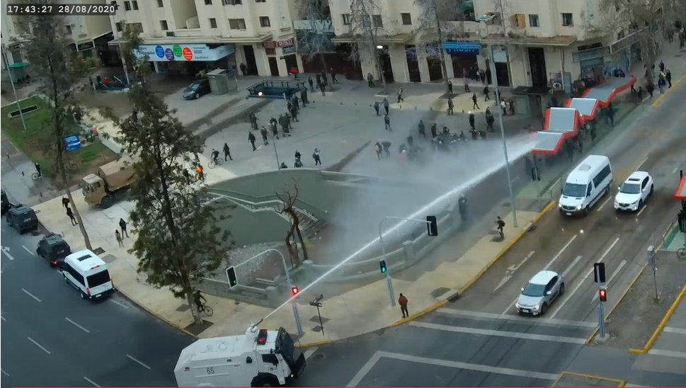 """Dispersan con violencia manifestación pacífica a favor de los presos políticos mapuche y el """"Apruebo"""""""