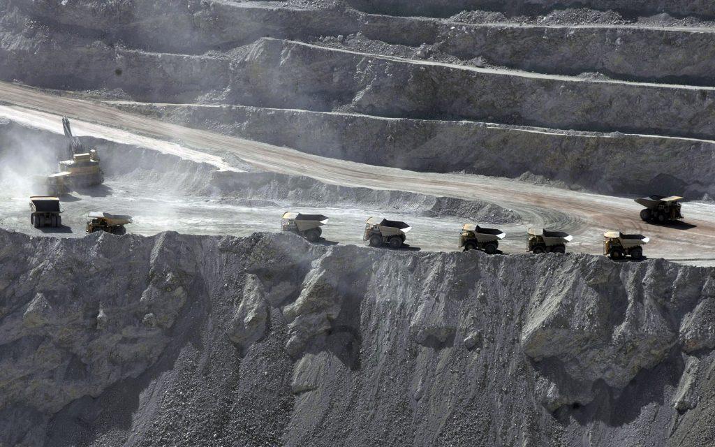 """Alerta: En completo sigilo, Gobierno y empresarios promueven """"Política Nacional Minera"""" hasta el 2050"""